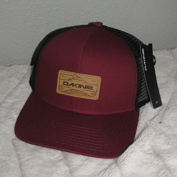 New NWT Dakine Men s Peak to Peak Trucker Hat 65088bcecb5c